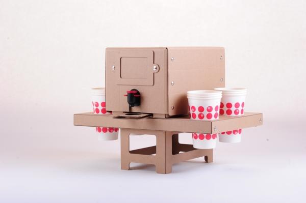 Saftbox mit Tropfstop und Becherhalter